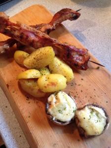 Pilze und Spieße mit kartoffel fertig